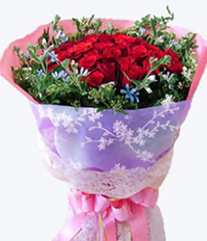 33 Red Roses bouquet