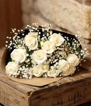 beautiful dozen white rose bouquet to China
