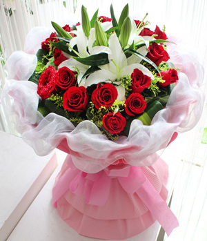 19 red roses with 2 white lilies to China