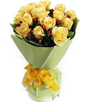 16 Yellow Roses Bouquet
