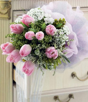11 pink tulips bouquet