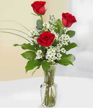 Fresh 3 Roses In Vase