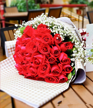 33 Red Roses Delivered In China