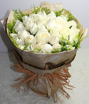 Flower Delivery China, 33 Snow White Roses Bouquet